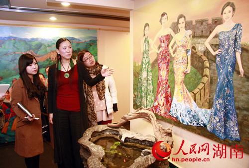 旅法著名油画家王俊英携《新四大美女图》《马图》首
