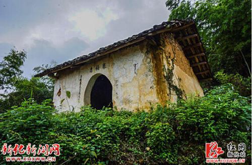 从石冲口镇政府到唐梅寨山约4公里路程