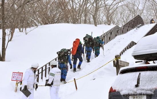 日本一滑雪场发生雪崩