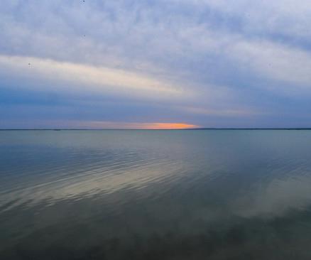 敦煌哈拉湖重现碧波