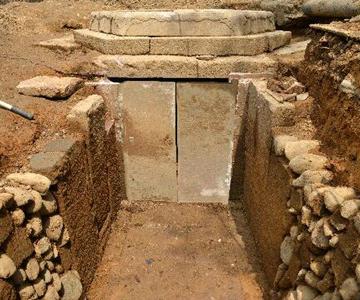 怀化市发现明代舍利塔墓        洪江市安江农校纪念园在修建文物消防管道沟时,发现一处舍利塔墓。