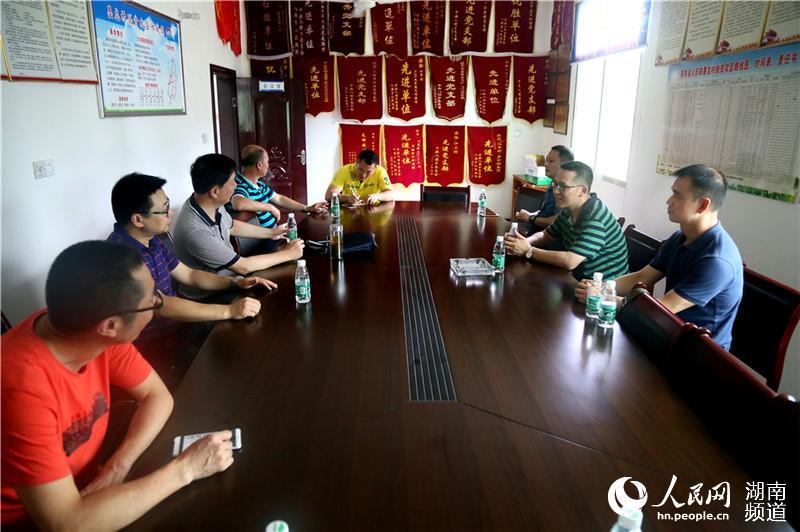 银株洲发电公司总经理欧艳清、纪委书记曾嘉湘驱车赶赴位于茶陵