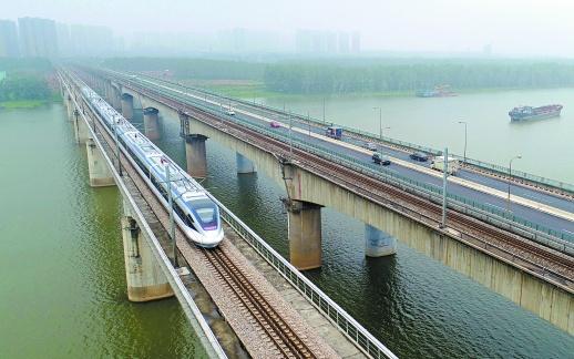 石长铁路动车首发 许达哲宣布全线开通