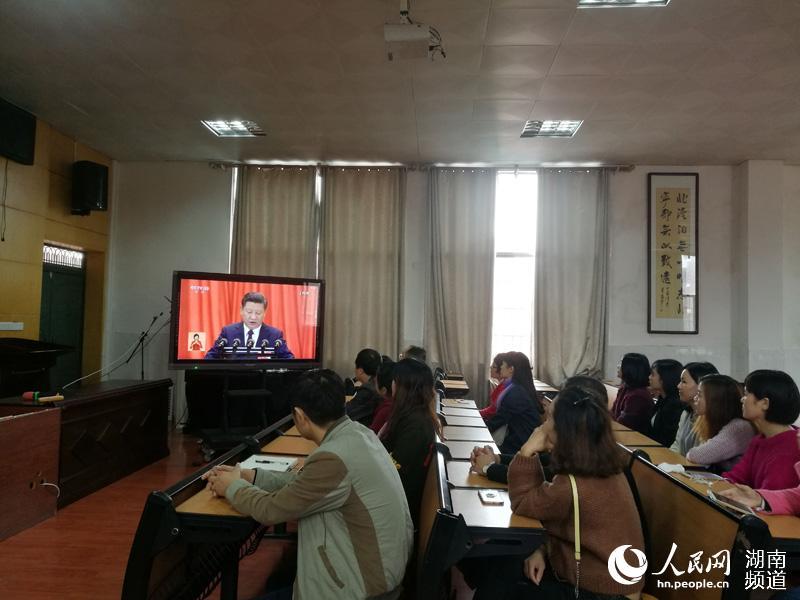 衡南党员干部群众积极收看十九大开幕会(组