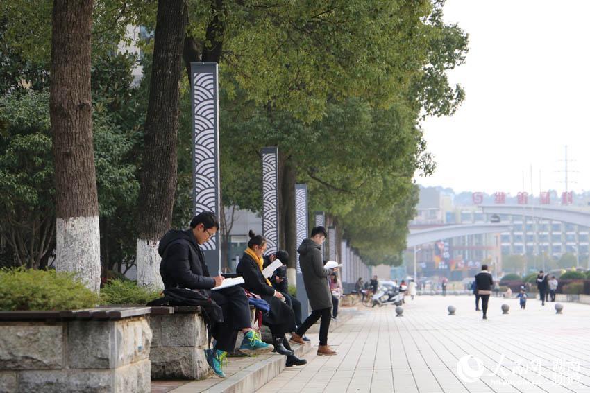 湖南大学生备战期末考 多种姿势解锁复习场所