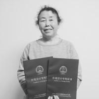 """长沙63岁老人带孙7年设计两项""""神器""""获专利        带孙期间捣鼓出两项实用的""""神器"""",获得了外观设计专利,63岁的薛��渤闪恕懊�人""""。"""