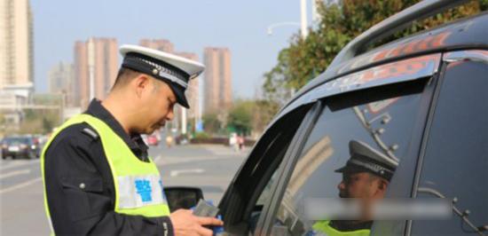 长沙交警开展不礼让斑马线整治 已查处9万余起