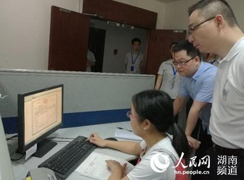 长沙高新区顺利开出制造业新税率发票 让减税
