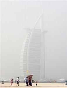 迪拜遭遇强沙尘暴