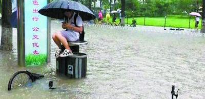 全国多地遭暴雨袭击 北京连发6次预警