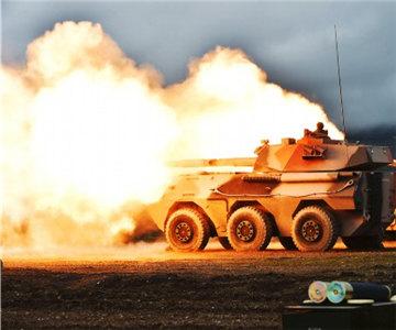 开火!海拔4500米多型火炮实弹射击火光四射