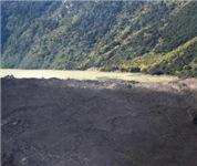 雅鲁藏布江上的堰塞湖