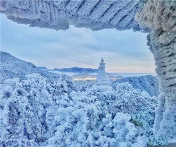 雪霁庐山成童话世界