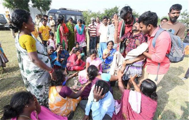 印度南部发生食物中毒事件12人死亡