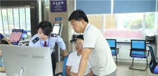 """郴州高新区税务局专家""""坐诊""""办税服务厅"""