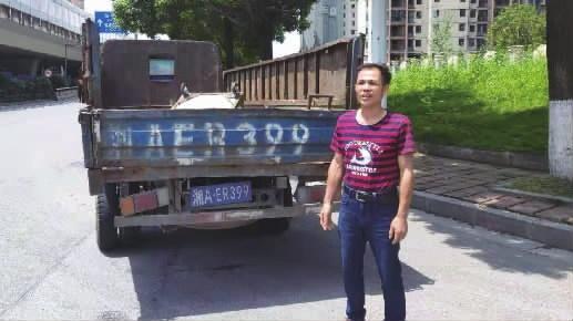 """91在线视频荒唐!嫌麻烦竟定制""""塑料款""""车牌上路"""