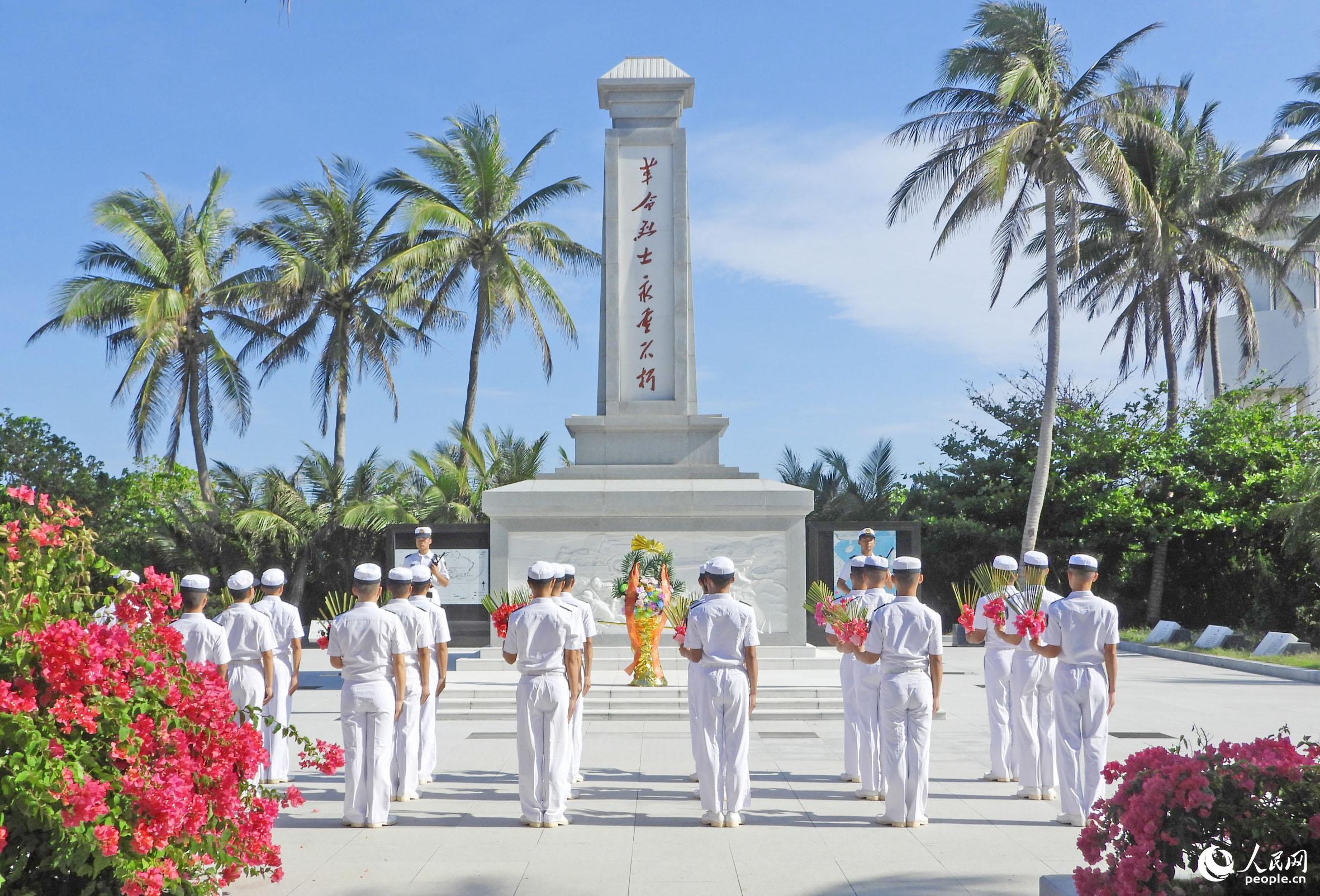 海军西沙某水警区举行祭扫仪式缅怀先烈
