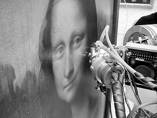 图为科学家用X光扫描《蒙娜丽莎》-光谱分析揭 蒙娜丽莎 微笑面纱